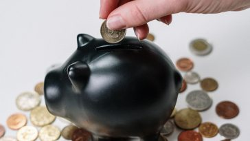 como economizar nas despesas mensais